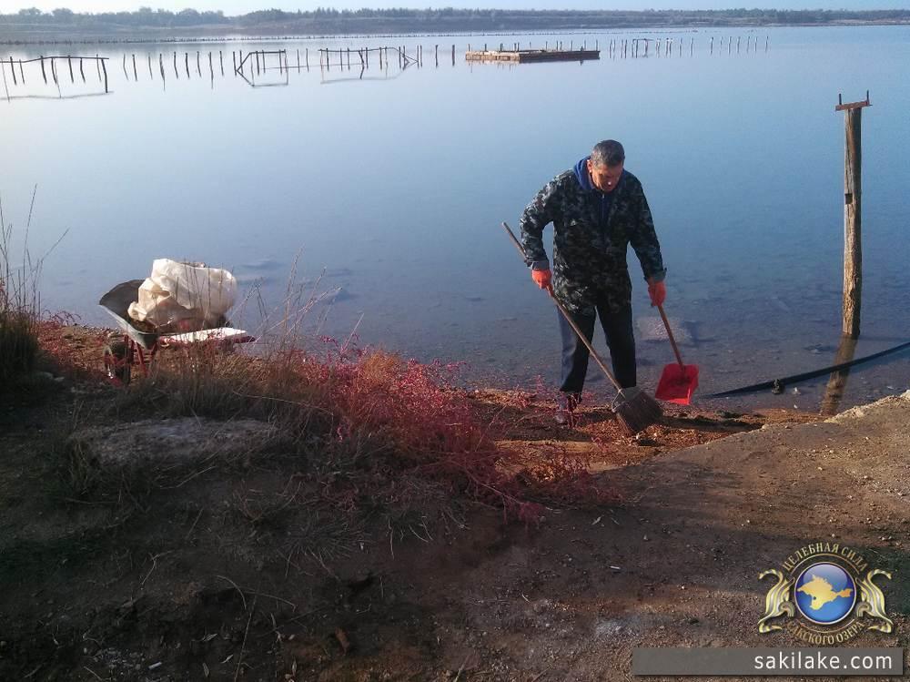Субботник на Сакском лечебном озере фото