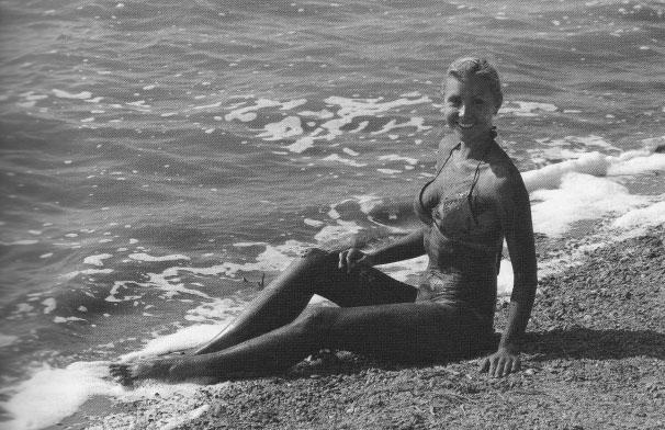 девушка на Сакском озере